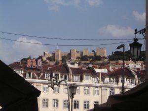 シントラの広場から見える城